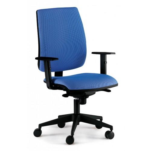 Silla de oficina admira syncro, respaldo alto, brazos regulables 3d y asiento regulable en altura.