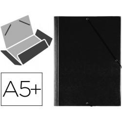 Carpeta de gomas con 3 solapas carton forrado en p.v.c. saro en formato 4º, color negro.