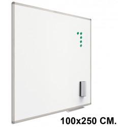 Pizarra de acero lacado blanco con marco de aluminio planning sisplamo de 100x250 cm.