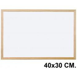 Pizarra de melamina blanca con marco de madera de pino q-connect en formato 40x30 cm.