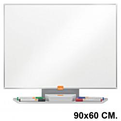 Pizarra de acero vitrificado blanco con marco de aluminio nobo classic en formato 90x60 cm.