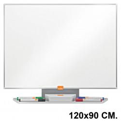 Pizarra de acero vitrificado blanco con marco de aluminio nobo classic en formato 120x90 cm.