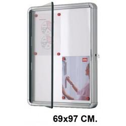 Vitrina de anuncios con fondo metálico blanco y marco de aluminio nobo en formato 69x97 cm.