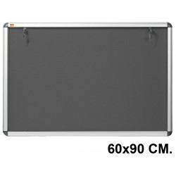Vitrina de anuncios con fondo de fieltro y marco de aluminio nobo en formato 60x90 cm.