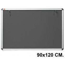 Vitrina de anuncios con fondo de fieltro y marco de aluminio nobo en formato 90x120 cm.