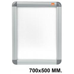 Porta pósters de pared nobo clipdown en formato 700x500 mm. color plata.
