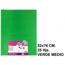 Papel seda liderpapel en formato 52x76 cm. de 18 grs/m². color verde medio, paquete de 25 hojas.