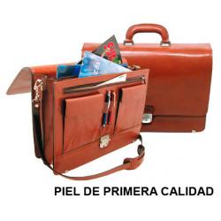 Cartera portadocumentos con asa y cinta bandolera csp en piel de primera calidad, cierre metálico con llave, color marrón.